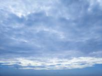 多云蓝色天空