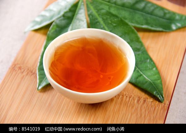 金骏眉茶汤摄影图片