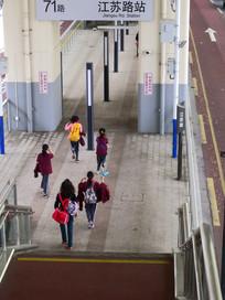 上海中运量公交车站