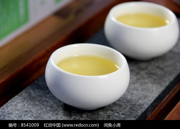 铁观音茶汤摄影图片
