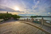 夕阳下的惠州西湖西新桥