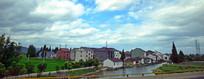 河边的新农村建筑景观