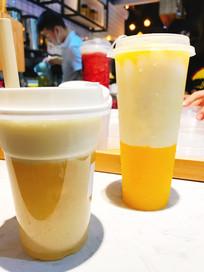 两杯橙子汁