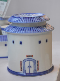围龙屋陶瓷茶叶罐工艺品