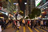 香港尖沙咀行人过马路