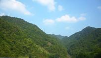 翠绿的山峦风景