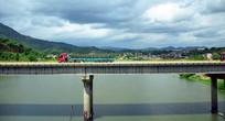 大河上的桥梁