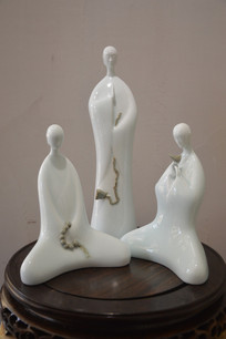 素雅人物陶瓷摆件