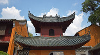 蓝天下的寺庙古建筑