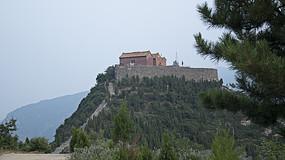 山顶上的古寺院