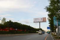 城区道路与户外广告牌