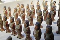 李贤夫妇合葬墓出土的陶俑