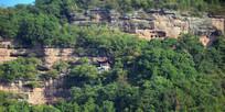 悬崖上修建的古寺庙