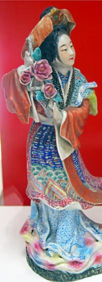 彩色人物陶瓷台摆