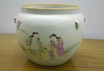 人物画装饰的陶瓷罐