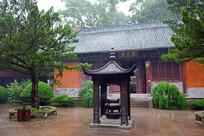 雨中的寺庙古建筑