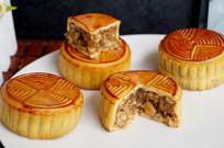 中秋节多个五仁月饼拍摄图