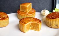 中秋节多个月饼图片