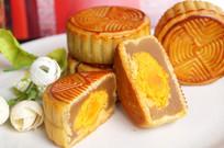 中秋莲蓉蛋黄月饼馅料展示图