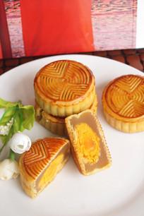 中秋奶黄鸭蛋月饼