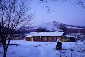边塞农家雪景