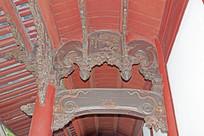 梁柱上的各种木雕