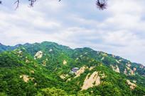 千山龙泉寺全景与山峰山脉