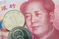 人民币纸币与硬币特写
