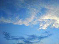 如画蓝色天空