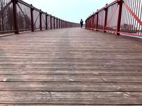 迪士尼小镇木板桥横构图