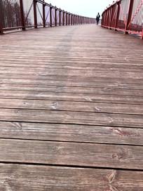 迪士尼小镇木板桥竖构图