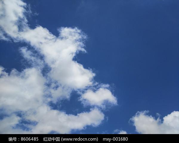 蓝色天空白云图片