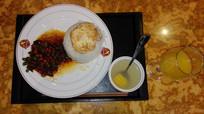 盆中的米饭和鲜汤