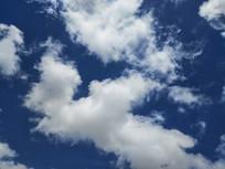 晴朗天空白云