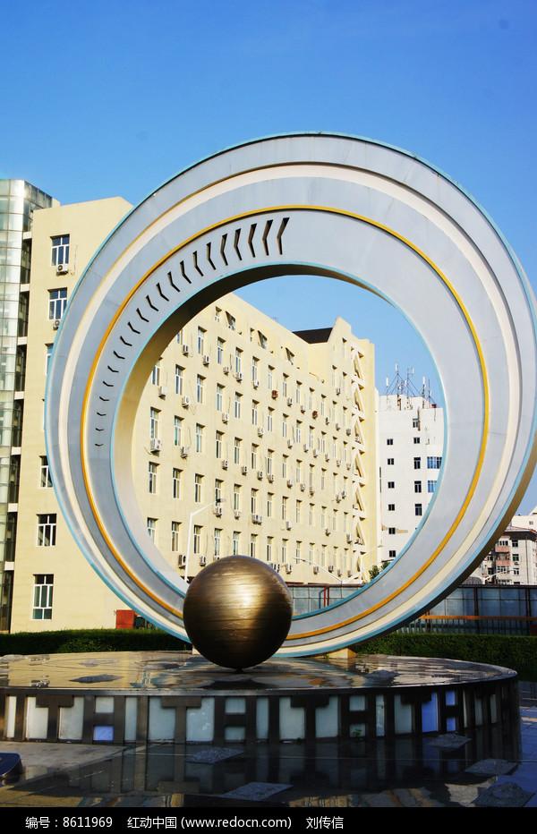城市雕塑星轨图片
