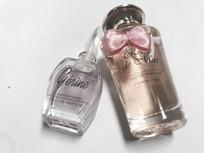 精致迷人的小瓶香水