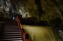 溶洞里的暗流河瀑布