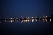 夜晚的西湖