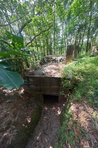 飞鹅岭公园遗留的战壕碉堡