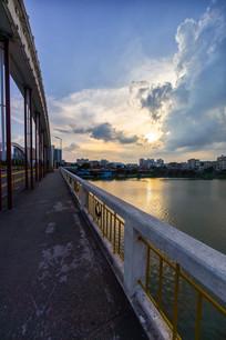 惠州水门桥的人行道