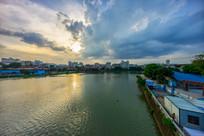 夕阳下的西枝江