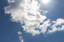 被云彩挡住的太阳
