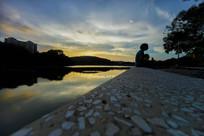 夕阳下的惠州南湖景区剪影