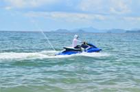大海上的水上摩托车