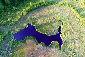 造型独特的湿地湖泊 (航拍)