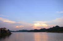 夕阳下的红枫湖美景