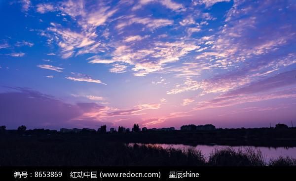 浪漫紫火烧云图片