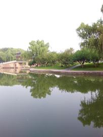 清晨龙潭湖边一景