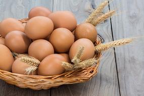 插着麦穗的鸡蛋