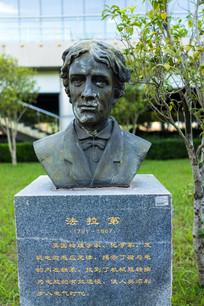物理学家法拉第雕塑